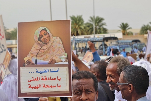 hoa-politicalscene.com/invitation-to-comment33.html - Invitation to Comment 33: Sudanese people in the funeral of the Sudanese Communist leader Fatima Ahmed Ibrahim