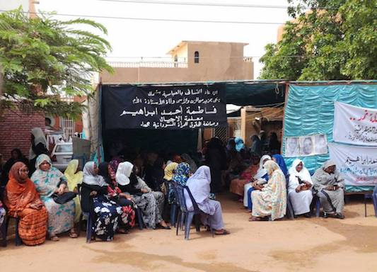 hoa-politicalscene.com/invitation-to-comment33.html - Invitation to Comment 33: Sudanese women in funeral at the home of the Sudanese Communist leader Fatima Ahmed Ibrahim