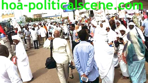 hoa-politicalscene.com/invitation-to-comment38.html -Invitation to Comment 38: Sudanese crowds at the funeral of the Sudanese Communist leader Fatima Ahmed Ibrahim from London.